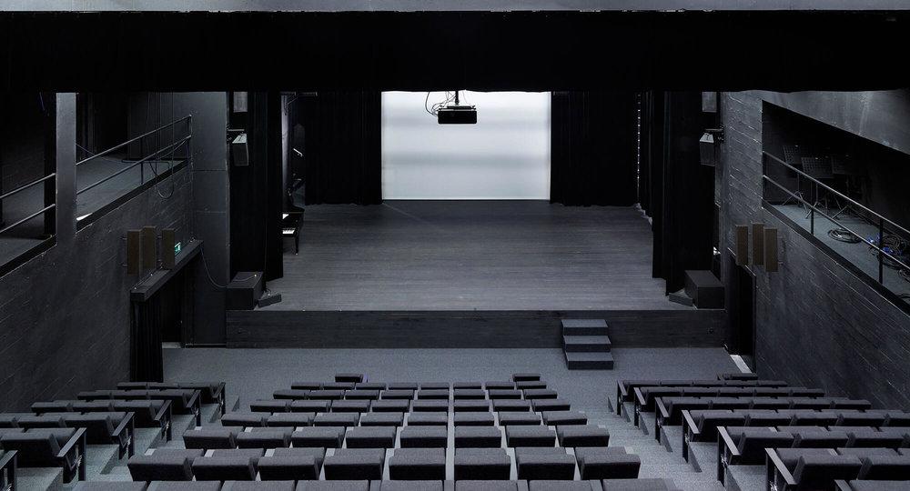 De_City_podiumzaal_nieuwpoort_interieur_theaterzaal_podium.jpg