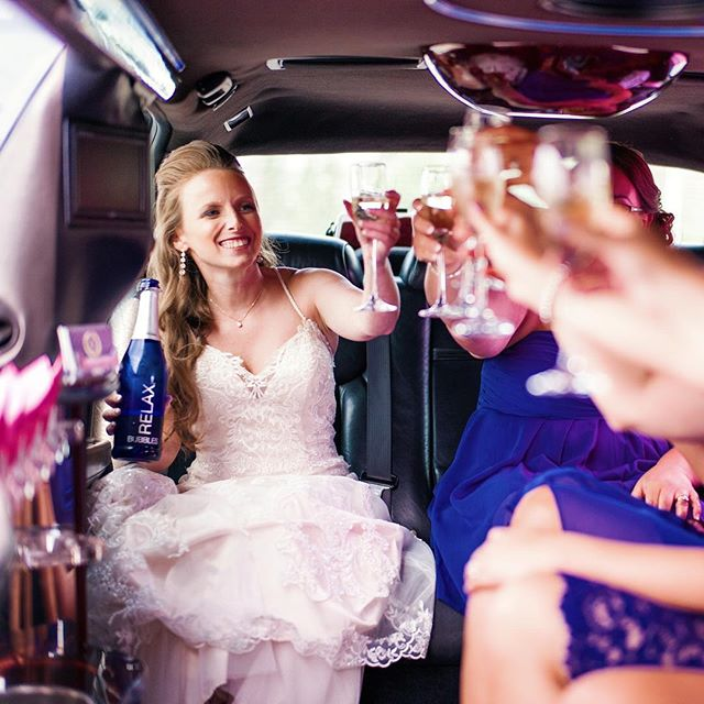 Riding in style to marry her man @breannesimmonds @aquatopia_conservatory #ottawawedding #weddingtoast#weddinglimo #bridetobe#huffpostidos #photobugcommunity