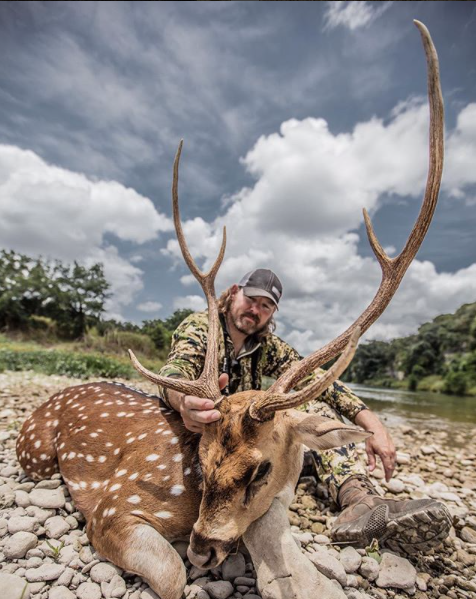 Heath_Graham_shoots_awesome_axis_deer_on_free_range_hunt