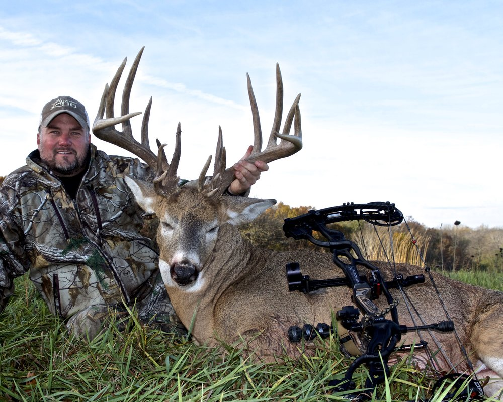hunt-giant-whitetails-team-200.jpg