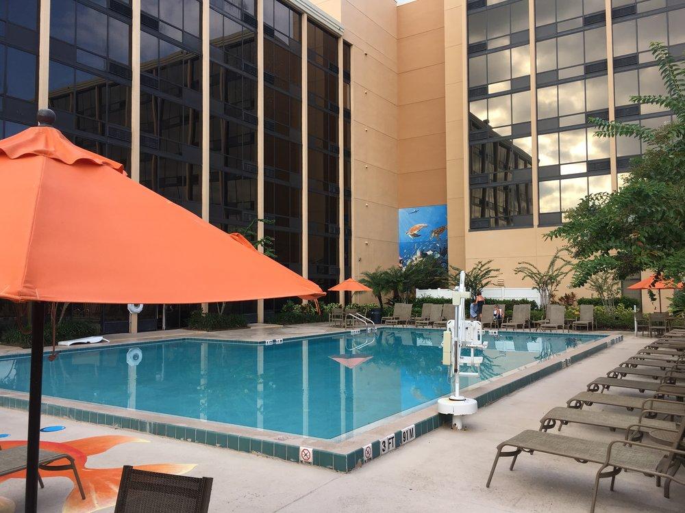 Best Western Orlando Gateway Hotel Pool & Mural with Fish