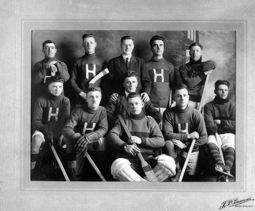 The Hammond hockey club, 1926-27. The players on this team were Arthur Brownlee, Gilbert Butler, Joseph Lalonde (manager), Albert Brownlee, Andrew Butler, Hector Laviolette, Paul-Émile Poupart, Wilfrid Racine, Léon Potvin, M. Martin and Émige Bergeron (assistant-manager).