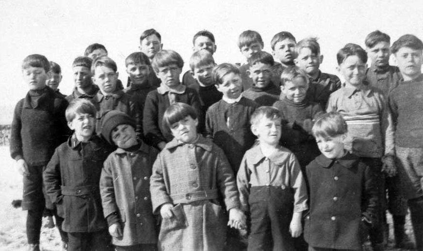 A group of schoolchildren, 1926-1927