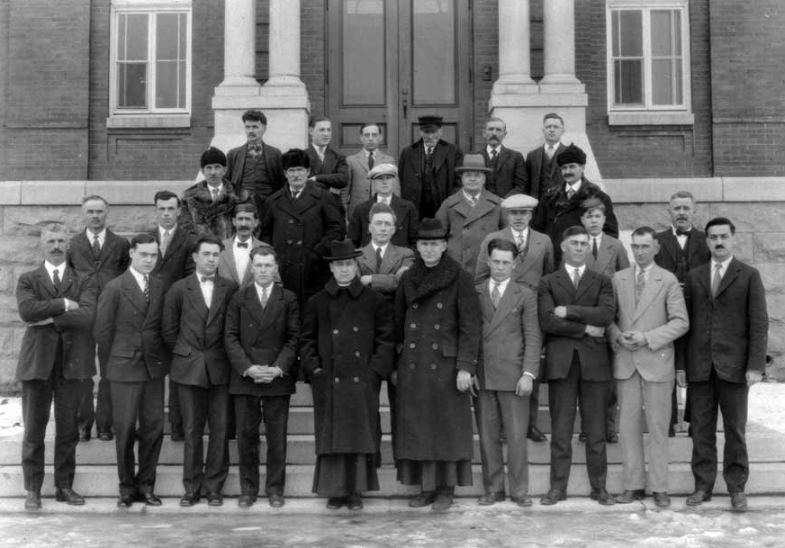 A group of men back from a trip to Hull, 1930