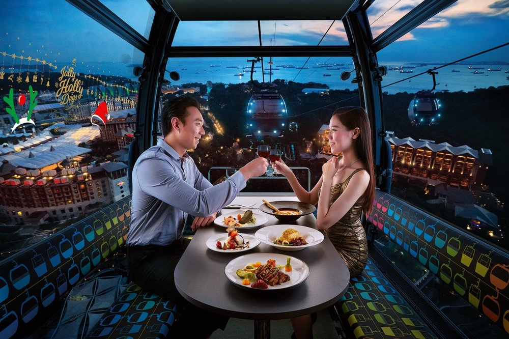 Romance in the Air - Cosy up in your very own private cable car cabin with your date and savour a delectable 4-course meal. Take in 360° views of the romantic night sky, the lights and splendour of Singapore's cityscape.