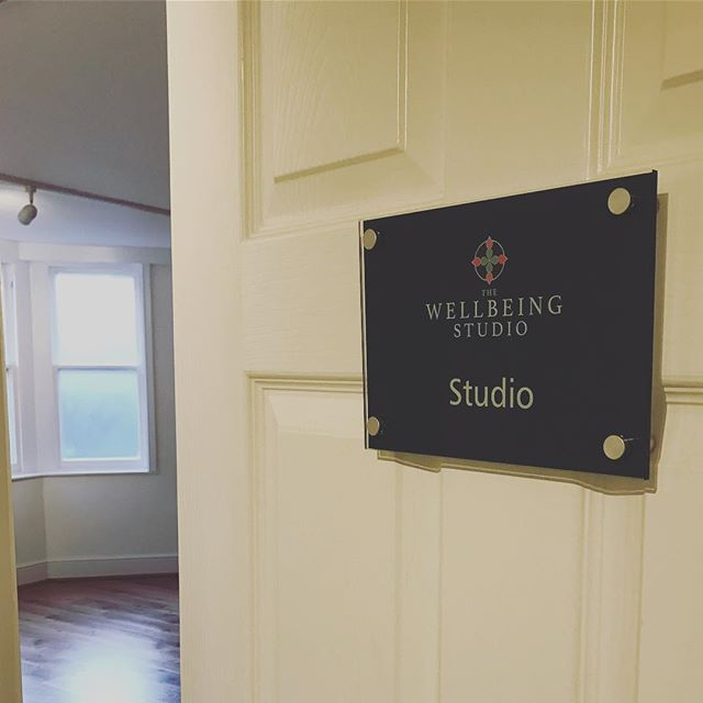 Welcoming you to the studio💫 Clean, bright and calm 🙏🏻 Its a Pilates kind of day..... THURSDAY 12.30, 18.00 and 19.00 Pilates with Melissa.  #TWS #pilates #studio #clevedon #wellbeing