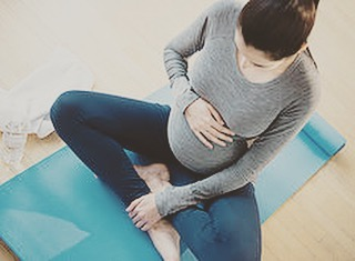 Did you know research has shown that pregnancy yoga can improve sleep, reduce stress & anxiety, and improves strength and flexibility for labour? It is the perfect time to start yoga. Tag your pregnant friends that need this in their life and if you have any questions just DM. 🙏🏻💫 WEDNESDAYS Pregnancy Yoga 7.45-8.45pm. @yogabyfinnola  #TWS #pregnancyyoga #antenatalclass #wellbeing #clevedon #studio #pregnancyfitness