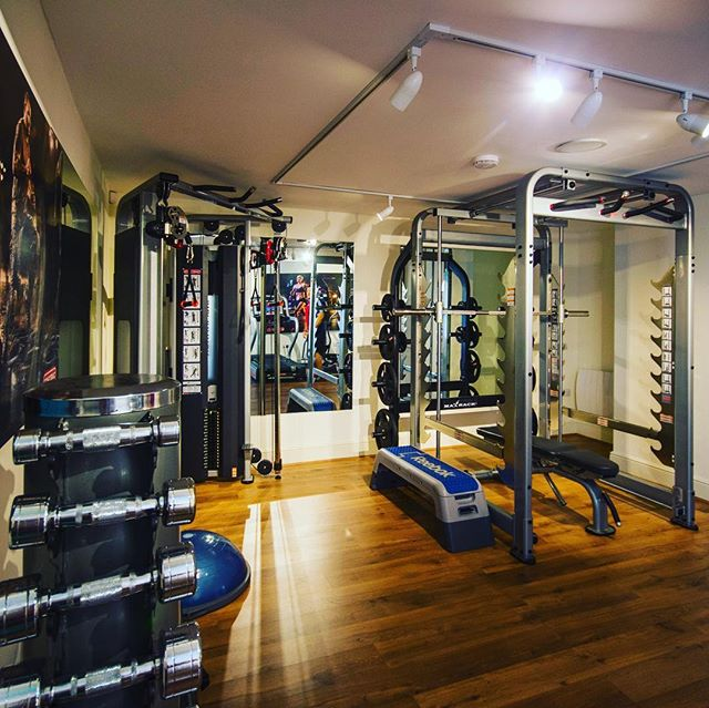 Have you seen our Personal Training Studio here @thewellbeingstudio?! We think it's pretty special 💫💪🏻 Training for something specific? Struggle with ongoing injuries? Dislike busy gyms? Looking for expert Personal Trainers with the experience and knowledge to assist you with your training....you definitely deserve it....pop me a DM and I'll give you more information. @physicalcompany @corehandf #TWS #personaltrainer #bristolpersonaltrainer #clevedon #studio #fitness #bethebestyoucanbe