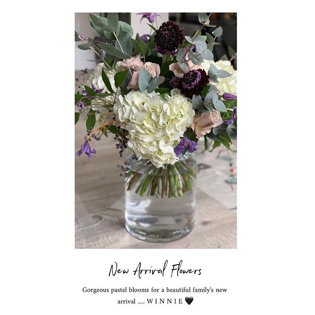 New arrival bouquet winter pastels 🖤#VFA #horseboxconversion #flowerdelivery #florist #popupshop #supportinglocal #wokingham #berkshire #newarrival