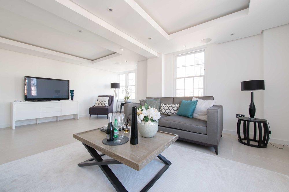 Apartamento T4 em Londres - DetalhesÁrea: 188m2Quartos: 4WC: 3.5Preço: 1,850.000£2,084.000€