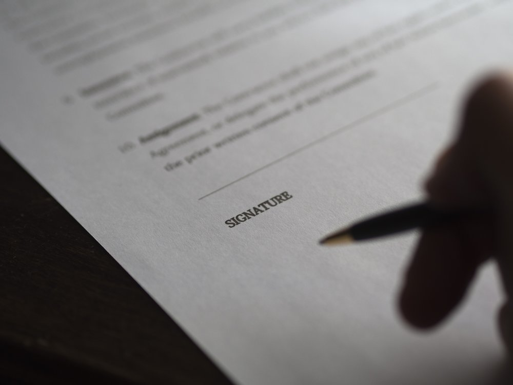Contrato compra e venda - O contrato-promessa de compra e venda é um documento legal, no qual as duas partes intervenientes no negócio de compra e venda se comprometem a realizá-lo em determinadas condições.Saiba mais aqui.