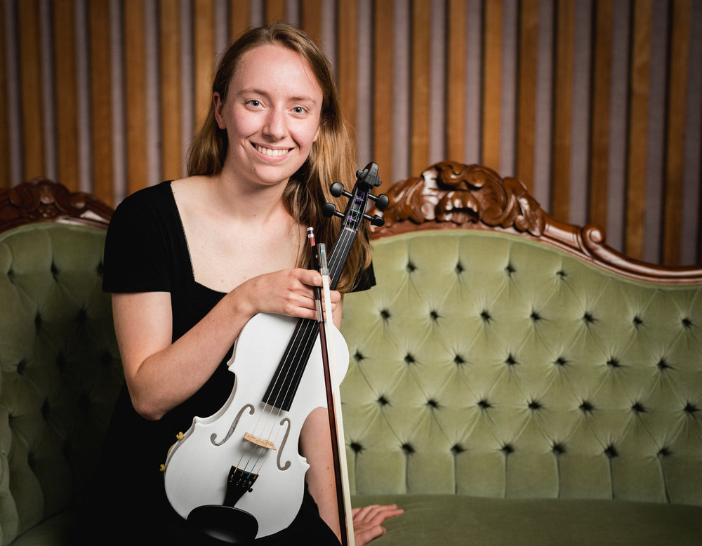 Hanna Williamson, Violin