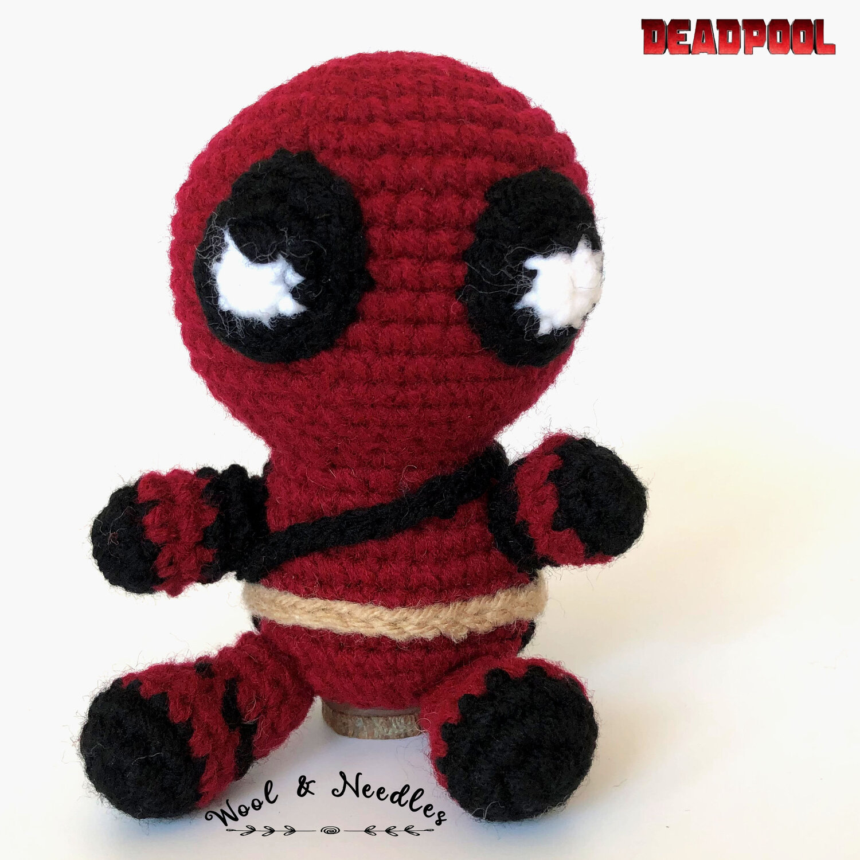 Deadpool Amigurumi Keychain Plüschtier: Amazon.de: Handmade | 1500x1500