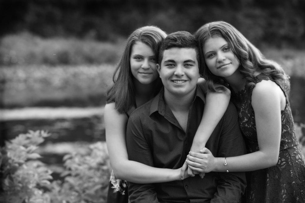 family_TwinsWBroBW.jpg