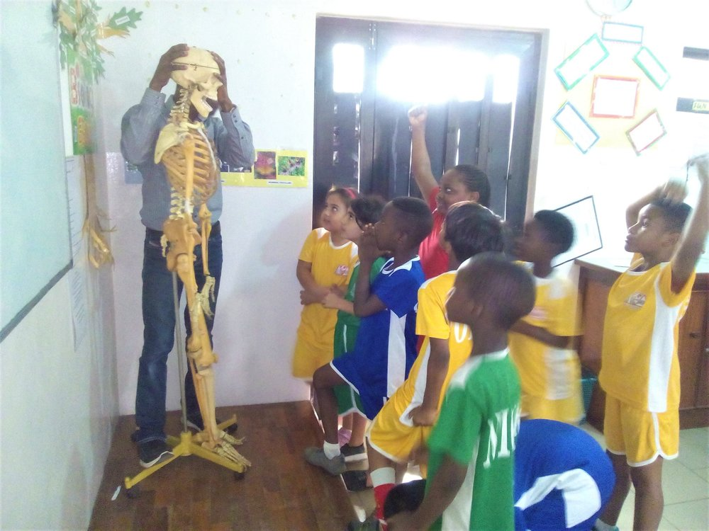 1st graders visit the Biology lab!