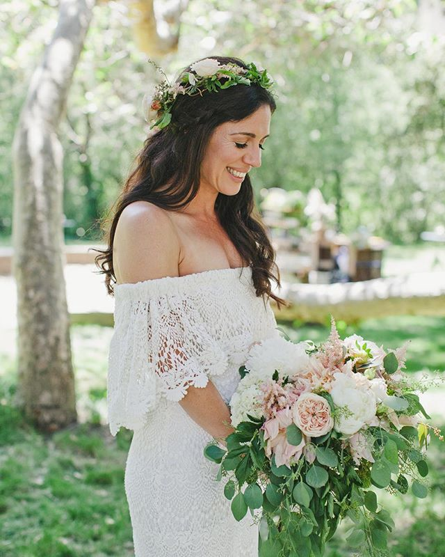 Because it's Fri-yay and a weekend filled with weddings! . . . 📷: @artisforlovers  Event planner: @robin_sevrina_events.  Florals: @fleursdusoleilmonterey  HMU: @beautybym_  ______________________________________________#gardenerranch #weddingseason #weddinghair #weddingmakeup #bridal #bridalglam #boho #flowers #promua #weddingseason #carmelca #romanticlook #beautybym_ #hairstylist #makeupartist