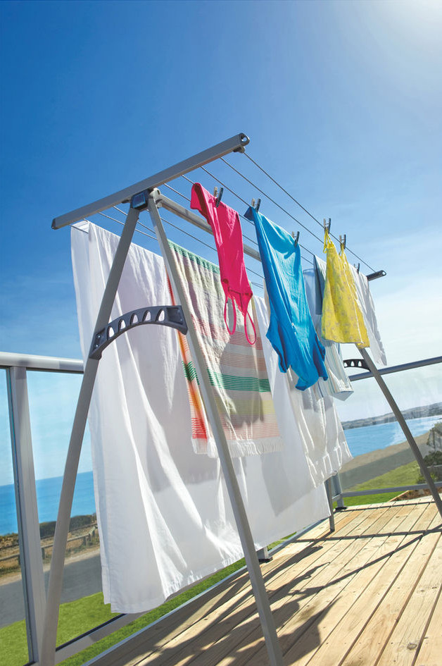 airdri-clothelines-portable-clotheslines-outside.jpg