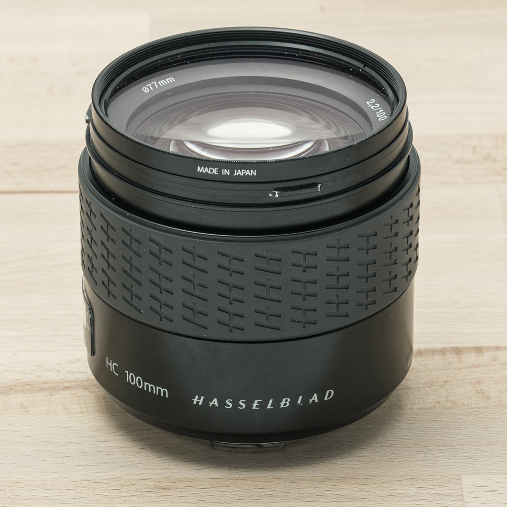 Hasselblad HC 100mm f/2.2 + Lens Shade + UV-Sky 77m // 11.915 exposures