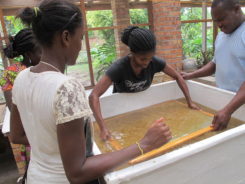 hand-papermaking-tola-garden-art-center-ghana.jpg
