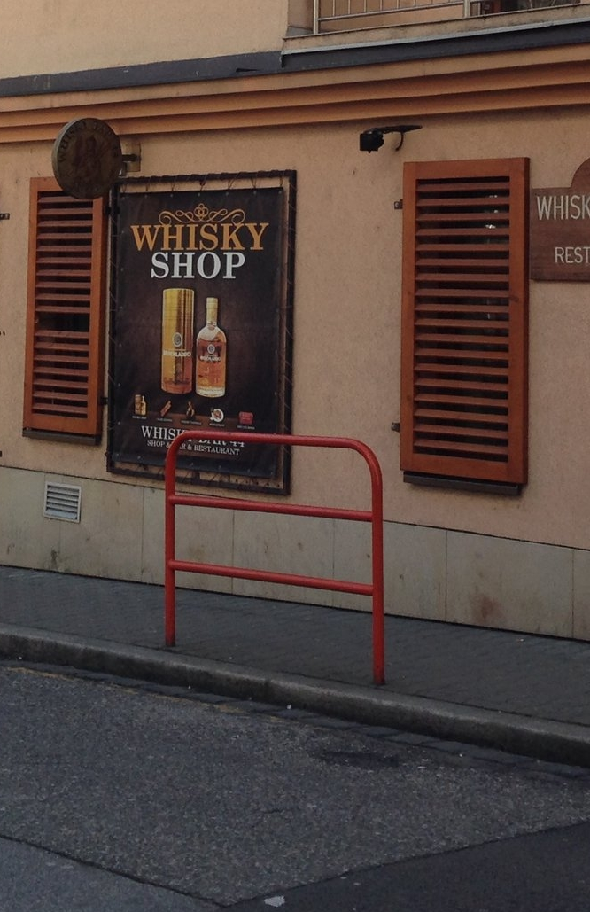 Whisky Bar 44 | Whisky - Dim-lit, dark wood, leather sofas and bottles everywhere: this is a very classical space. With a very broad whisky selection. No problem to stay long hours. We did, so sorry for this almost conceptually ugly picture but I don't have anything publishable from the interior.