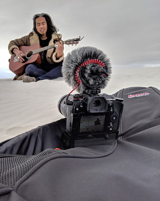 Who knew #guitar cases also double up as tripods? Another video from #whitesands session is coming! 📸: @notdatagain  #originalmusic #indiemusic #indiepop