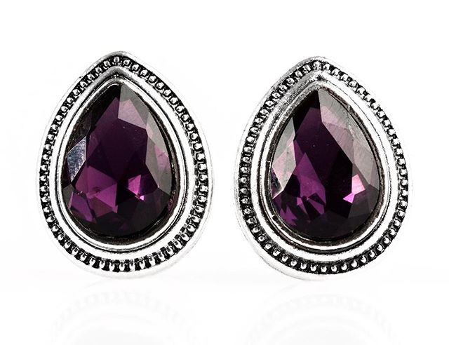 My favorite color! 💜 These faceted purple stone teardrop earrings set in silver are drop-dead gorgeous. Chic and stylish with just the right amount of sparkle. Only $5 at GlamPretties and I have one pair left. 🏃♀️⠀⠀⠀⠀⠀⠀⠀⠀⠀ 💜⠀⠀⠀⠀⠀⠀⠀⠀⠀ 💎⠀⠀⠀⠀⠀⠀⠀⠀⠀ 💜⠀⠀⠀⠀⠀⠀⠀⠀⠀ 💎⠀⠀⠀⠀⠀⠀⠀⠀⠀ 💜⠀⠀⠀⠀⠀⠀⠀⠀⠀ 💎⠀⠀⠀⠀⠀⠀⠀⠀⠀ 💜⠀⠀⠀⠀⠀⠀⠀⠀⠀ 💎⠀⠀⠀⠀⠀⠀⠀⠀⠀ #glampretties #purpleearrings #teardropearrings #silverearrings #ilovejewelry #purplejewelry #purplegemstones #glambodysoul #jewelryboutique #purplefashion #ilovepurple #purpleeverything #purpleglam #silverjewelry
