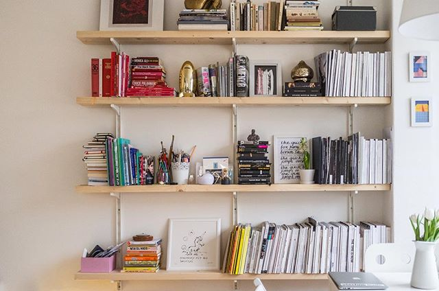 I just LOVE a color coded wall 📕📙📒📗📘