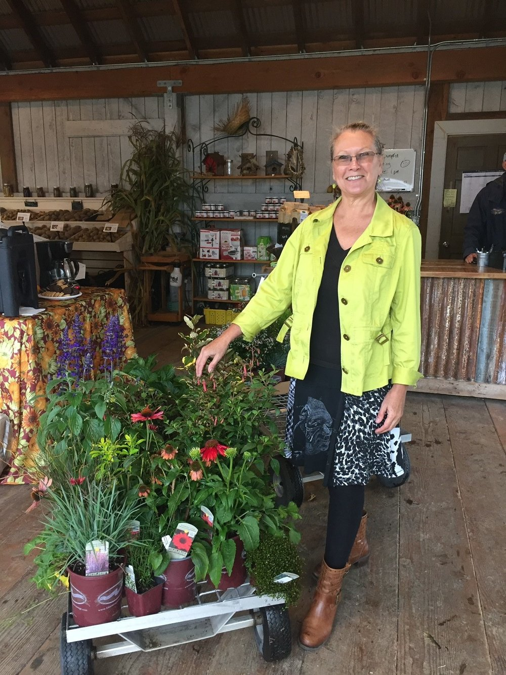 Meet Vicki - I live in Vancouver, Washington on nearly an acre of land where my studio is. In addition to my art I love gardening and spending time with my family.I'm a member of the Oregon Glass Guild and belong to many Facebook glass groups.