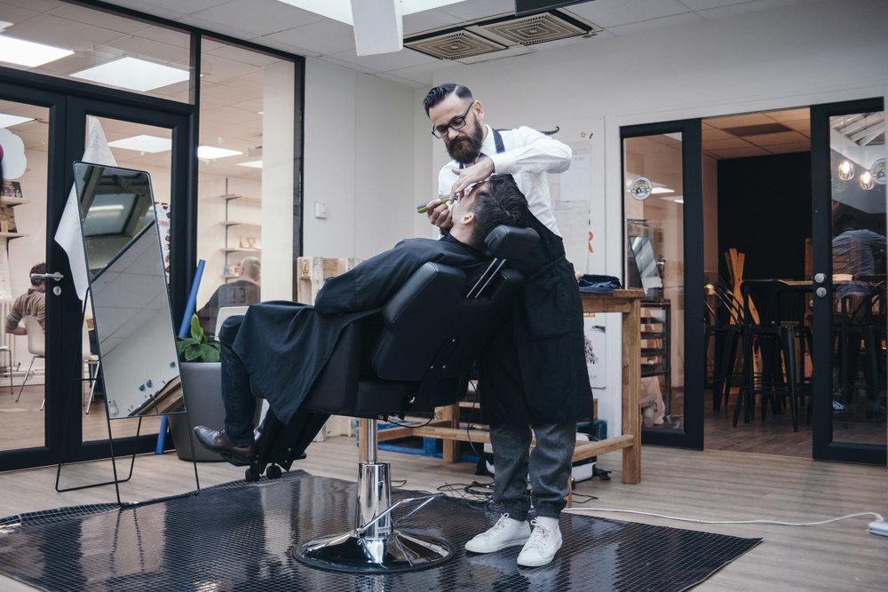BEAUTE - Manucure, coiffure express ou barbershop, la pause beauté sur le lieu de travail permet d'allier l'utile à l'agréable.