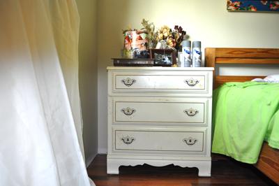 Original Dresser white formica and gold dreser