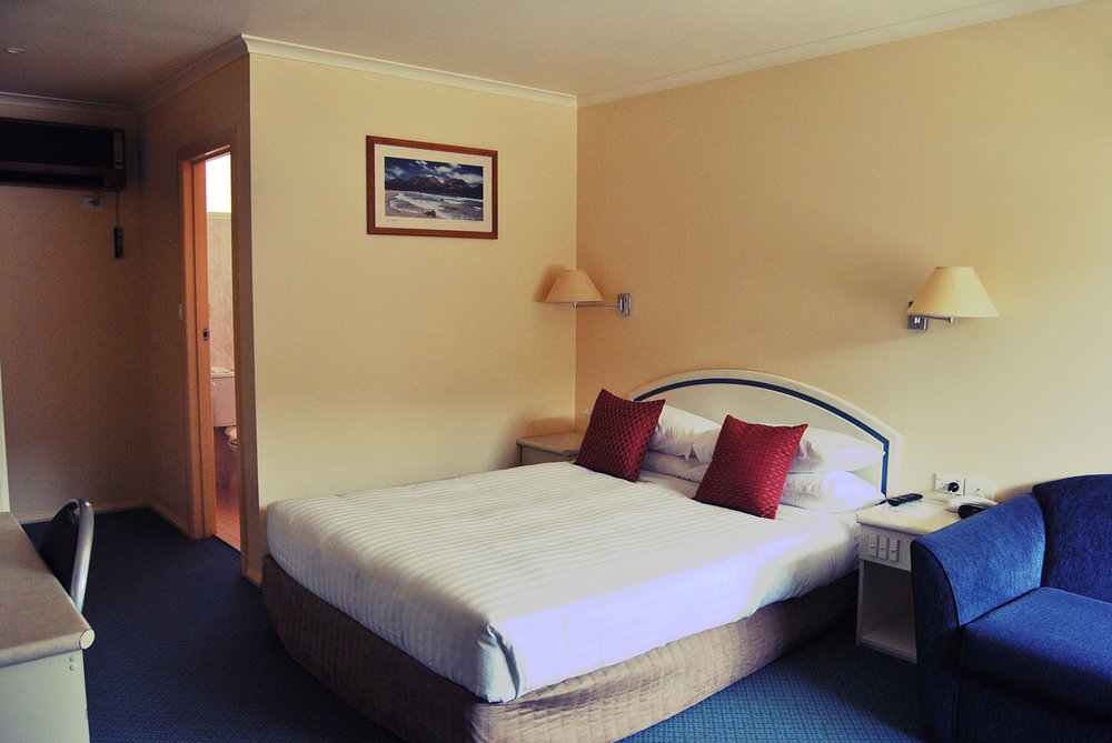 Executive Room - Queen bedEnsuiteFoxtel + Free-to-AirFree NBN WiFi