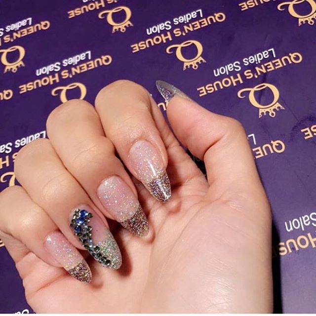 Nail GOALs 😍 #acrylicnails done at Queen's House Salon. . . . #instanails #nailswag #longnails #naildesign #nailart #nailsofinstagram #nailsonfleek #nailgoals #dubaisalon #ladiesonly #vipsalon #gelnails