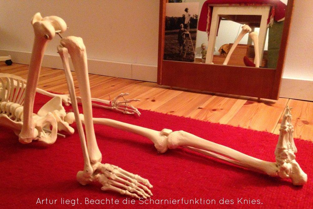 Artur Hüftabwärts Knie angewinkelt.jpg