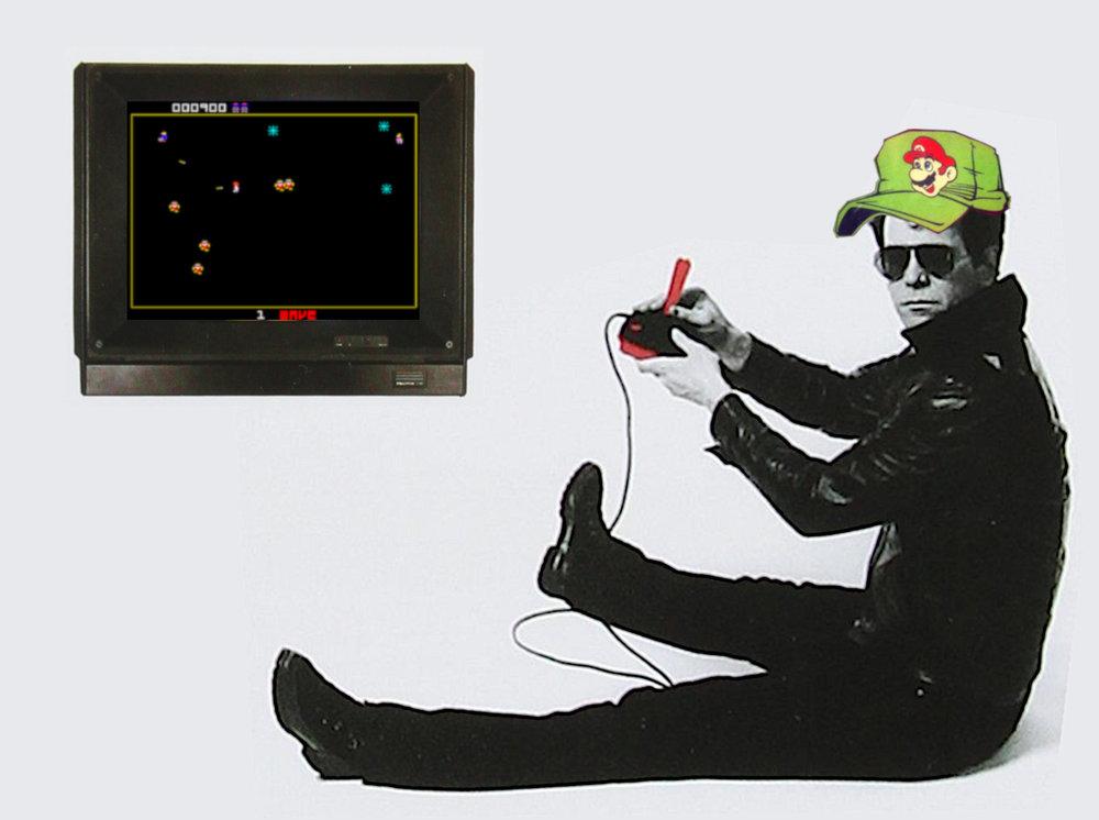 Lou Reed og capsen til Ståle Stiil møtes omsider, i en kunstnerisk ambisiøs mashup av cover-designet til henholdsvis Reeds «New Sensations»-album og Stiils «Let's Go Nintendo»-kassett, krydret med en skjermdump fra «Robotron 2084».