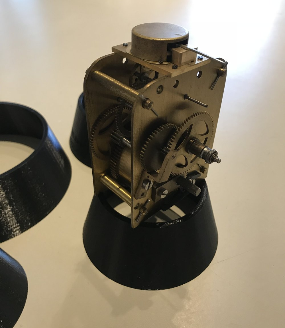 - Test standThe rings can also be used as a clock test stand.
