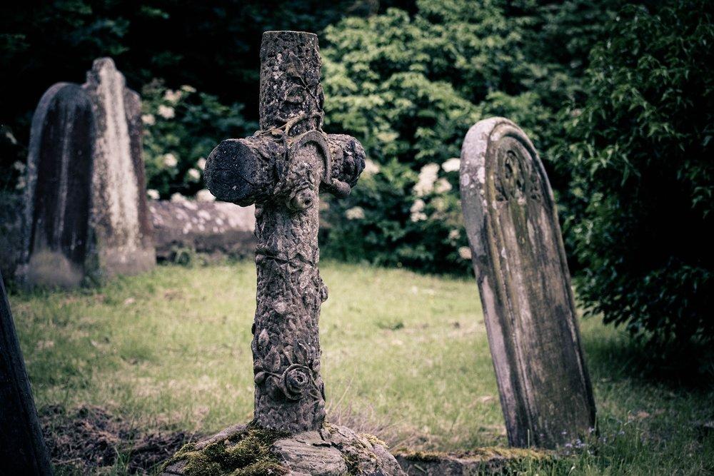 gravestone-2393390_1920.jpg
