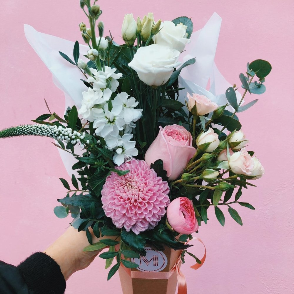 luxe bouquet - Receive or send one of our rotating £40 luxe bouquets six times. Choose the frequency of your delivery e.g. every week, every fortnight or once a month. We'll throw in a free vase with first delivery.