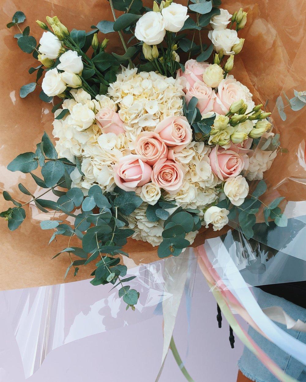 Lush bouquet - Shop Now