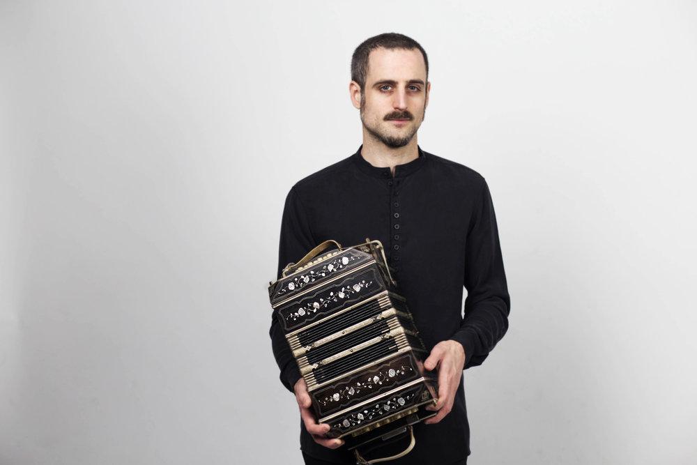 Omar Massa Portrait web.jpg