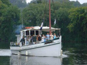 Half-shell-Buyboat-300x225.jpg