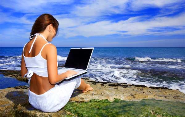 girl-laptop-beach