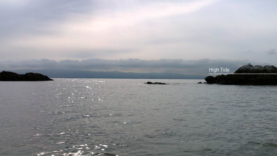 approach from the west - A closer look from further out. This angle or approach brings the shoal, normally covered, into your path.