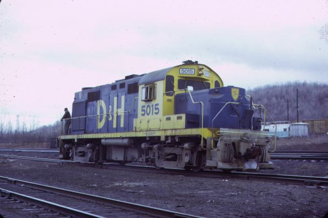 D&H RS-36 #5015 in the experimental paint scheme in Mechanicville.  Jay Winn collection