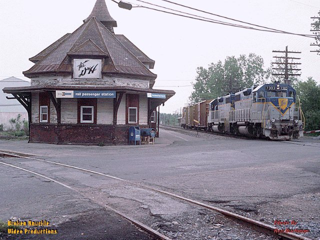 D&H 7317 (CP 7303)  Photograph of D&H GP38-2 #7303 passing.  Photograph by Ken Buckman