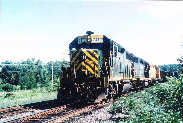 D&H 7410  Unit #'s 7410 and 7409 are still in their previous owners colours at Scotia, NY in June 1986. Note the addition of the D&H lettering in the black Reading diamonds.  Bill Mischler photo