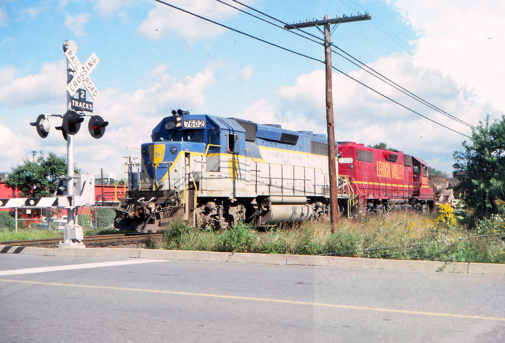 D&H GP39-2 #7602 is in charge of OEN-2 in Sunbury, PA on September 15, 1979.  Reuben S. Brouse photo, The Garbely Publishing Company collection