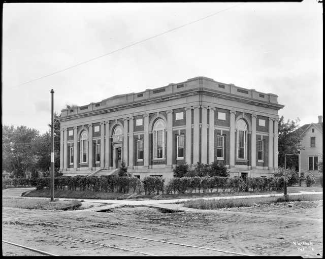 Arlington Hills Library 1917.jpg