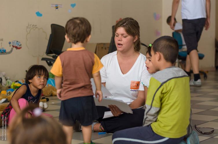 Emfasis volunteer with refugee children at Elliniko airport (image: Emfasis Foundation)