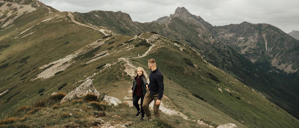 Elopement wedding of Kasia and Marcin in Polish Tatras - Wszytsko zaczęło się wiosną tego roku kiedy zupełnie przypadkiem poznaliśmy dwójkę niesamowitych ludzi, Kasię i Marcina, dwa pięknych serca, które wpadły na pomysł o zrobieniu intymnego wesela-ucieczki.