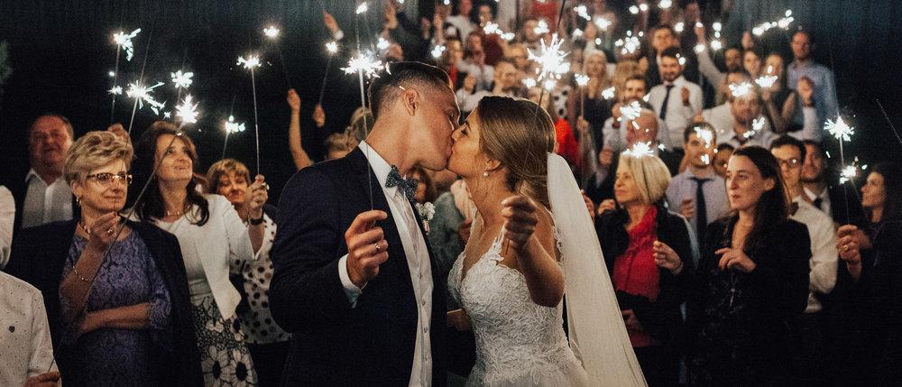 Marta & Tanguy Historia Ślubna - Emocje to jedna z tych rzeczy, które najbardziej uwielbiamy w weselach. A na weselu Marty i Tanguy ich nie brakowało!